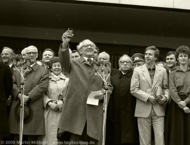 Honecker zeigt sein Volksphone