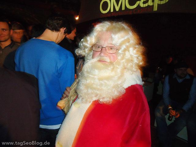Originaler Weihnachtsmann beim Online Marketing