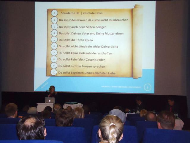 Astrid Staats beim Vortrag über interne Verlinkung